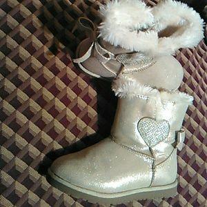 Beautiful heart winter boots